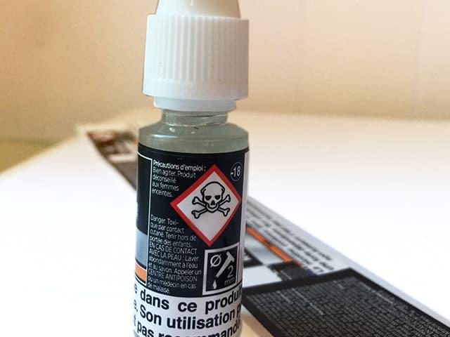 Etiquette adhésive - autocollante - liquide-cigarette électronique-ecigarette