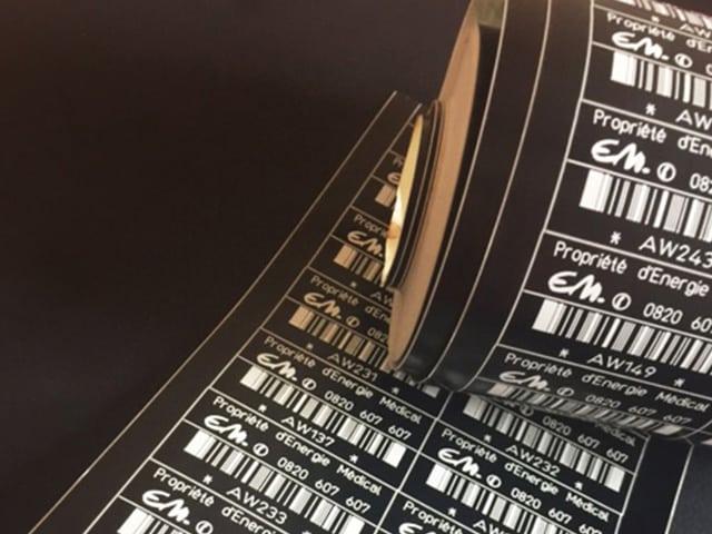 Etiquette adhésive-gravee-laser-sur-acrylate-multi-couche