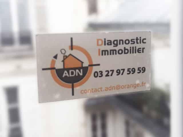 Etiquette adhésive - autocollante -vitrophanie- magasin