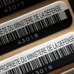 Etiquette-aluminim-fin-numero-code-barres-en-série